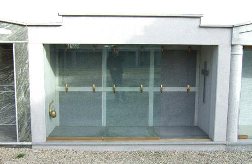 Chiusure funerarie edicole funerarie tombe tombe di for Porte in vetro per cappelle cimiteriali